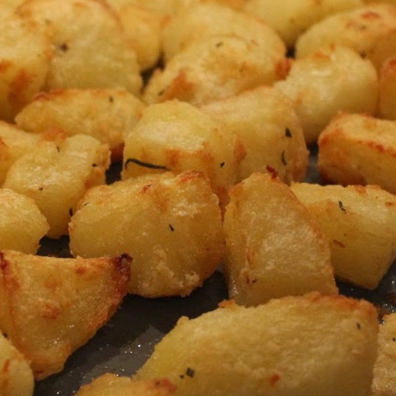 Печени картофи по гръцки (Πατάτες φούρνου)