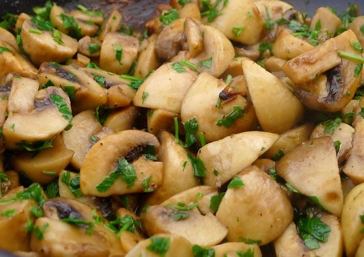 Задушени гъби с чесън (Champiñones al ajillo)