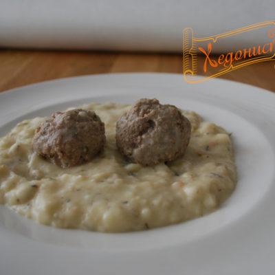 Кюфтета със сос бешамел (кюфтета с бял сос)