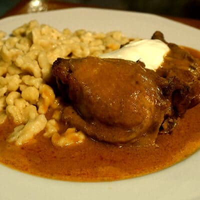Пиле с червен пипер (Paprikahendl)