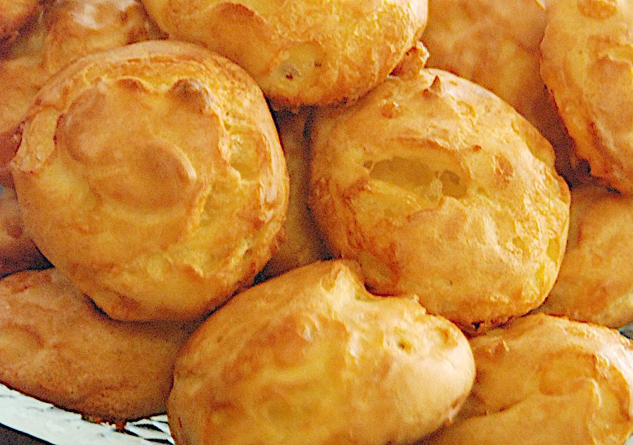 Пуф със сирене (Gougères) – оригинални френски хапки